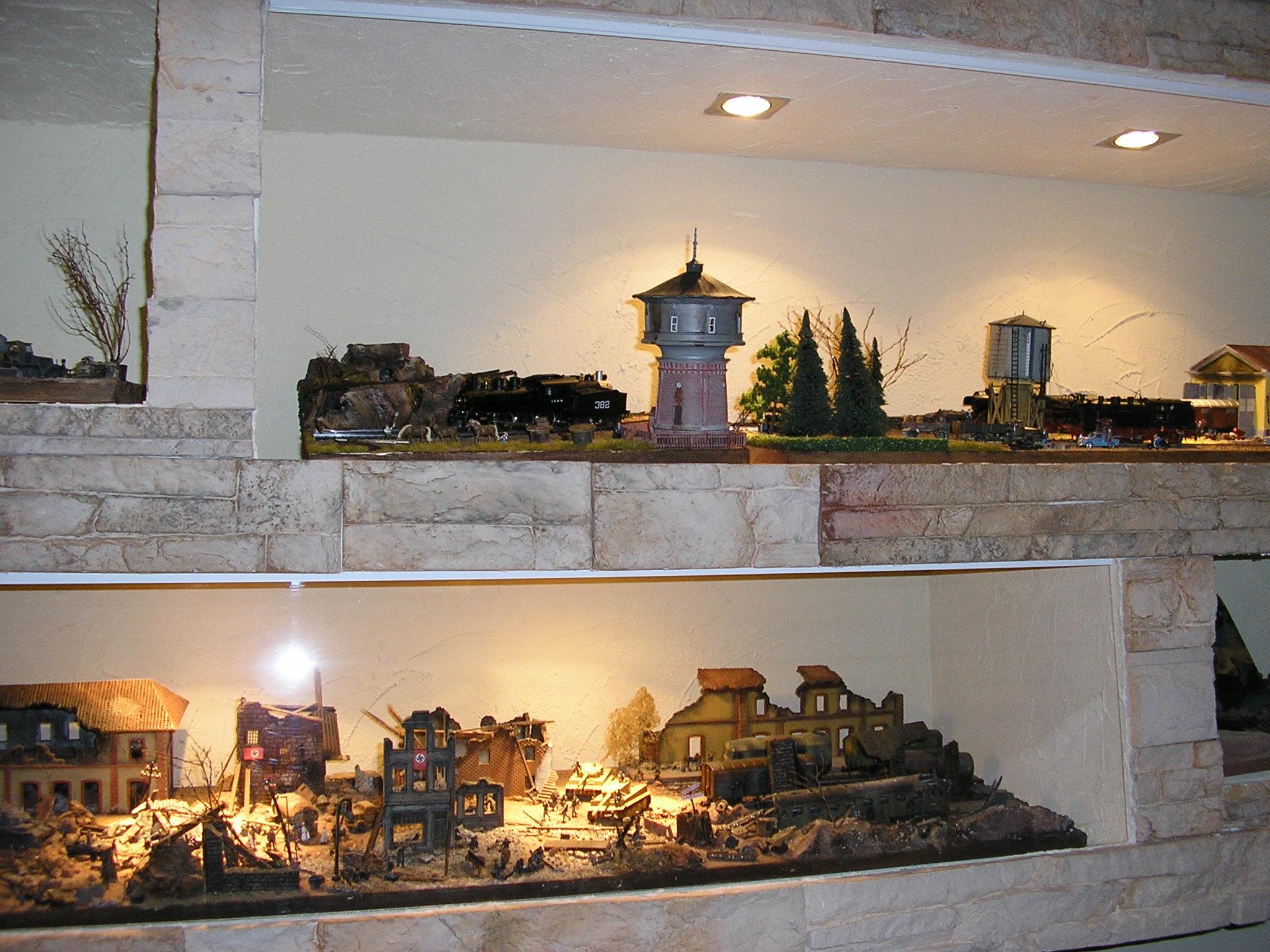 Plastico ferroviario scala 1/87 attacco alla stazione ( autore Rustichelli con materiale Abbiati Wargames )