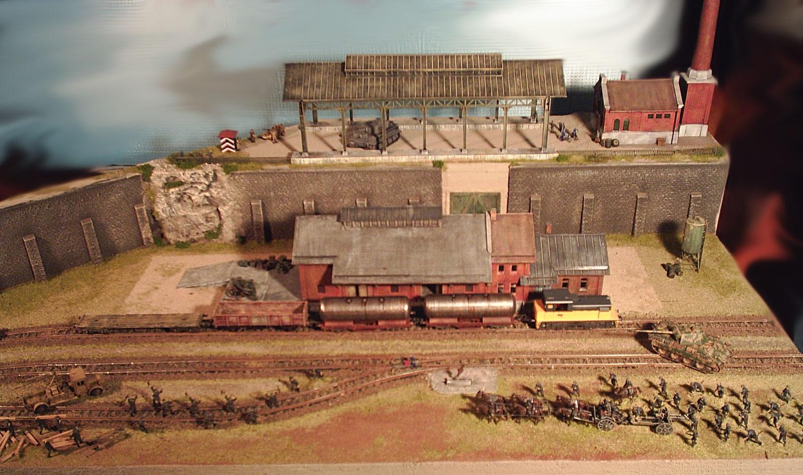 Plastico ferroviario scala 1/87 la fabbrica dei carri armati